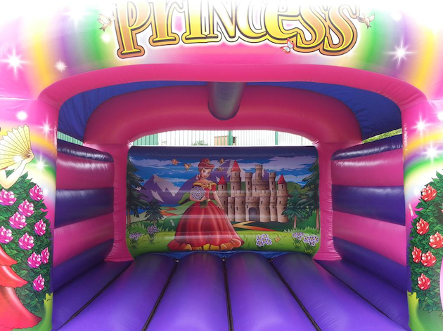 images/advert_images/childrens-entertainment_files/bubbly bouncers castle 1.png